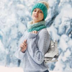 冬のファッションを身にまとう女性の画像