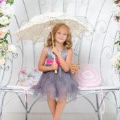 傘を持つ子供の画像