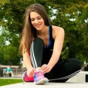 スポーツをする女性の画像