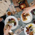 食卓の画像