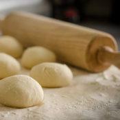 小麦粉とパンの画像