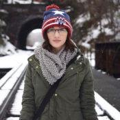 雪景色とメガネをかけた女性の画像